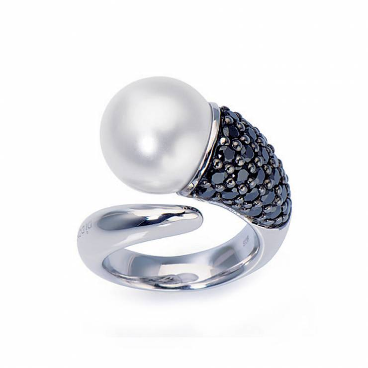 Sterling silver ring set with black CZ, white shell pearl, rhodium plated.